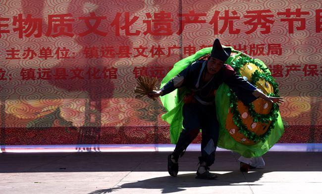 """其中,国家级的有赛龙舟,报京""""三月三""""2个,省级的有镇远元宵龙灯会"""