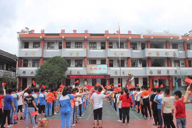 放飞梦想 展翅翱翔——蕉溪镇中心小学举行2020届毕业学生典礼